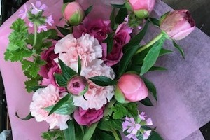 ホワイトデーのお返しに花束を!花言葉と色の意味とは?